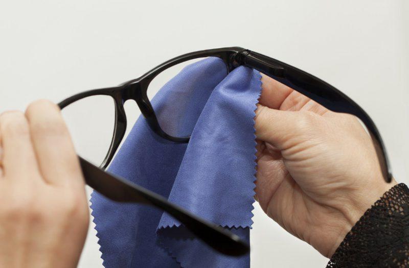 протираем очки