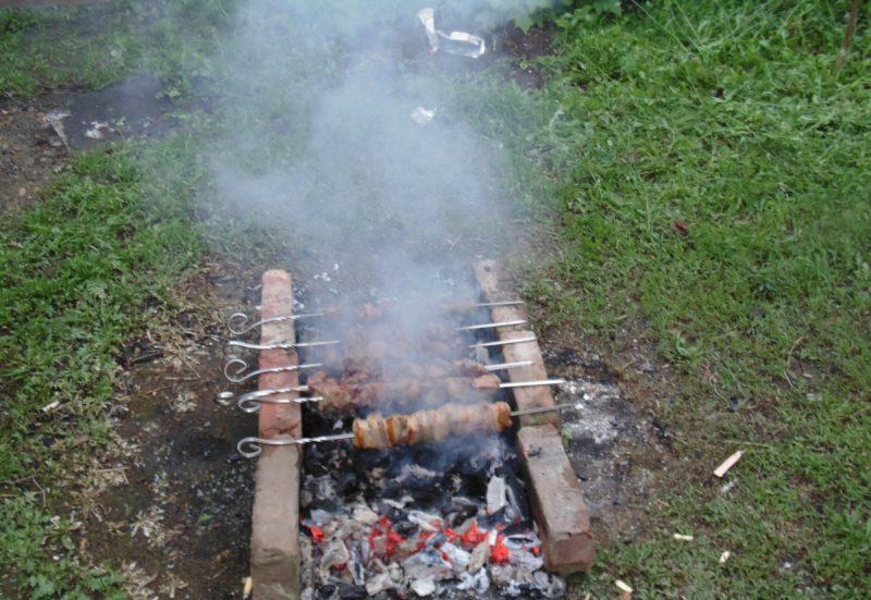 шашлыки плохо прожарены
