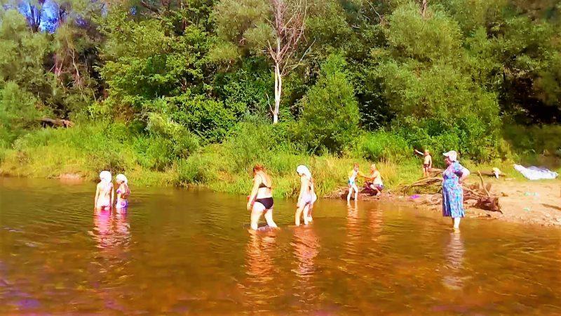 купание в природном водоеме