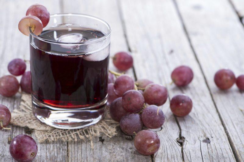 свежевыжатый сок из черного винограда