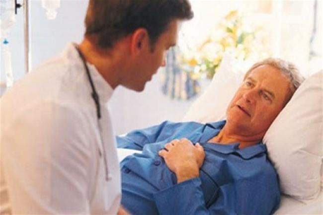 врач у больного