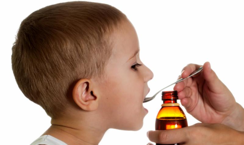 даем лекарство ребенку
