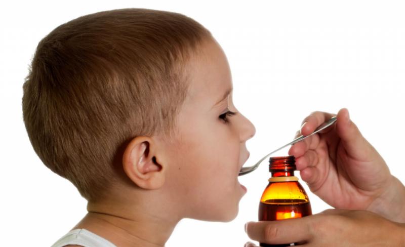 даем лекарство детям