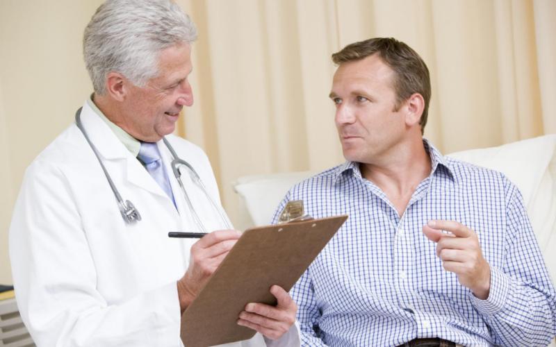 обследование мужчины у врача