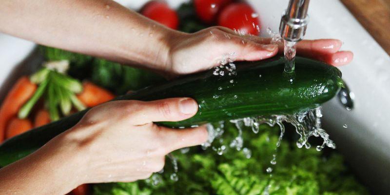 мыть овощи перед едой