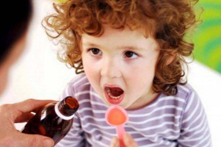 ребенок принимает лекарства