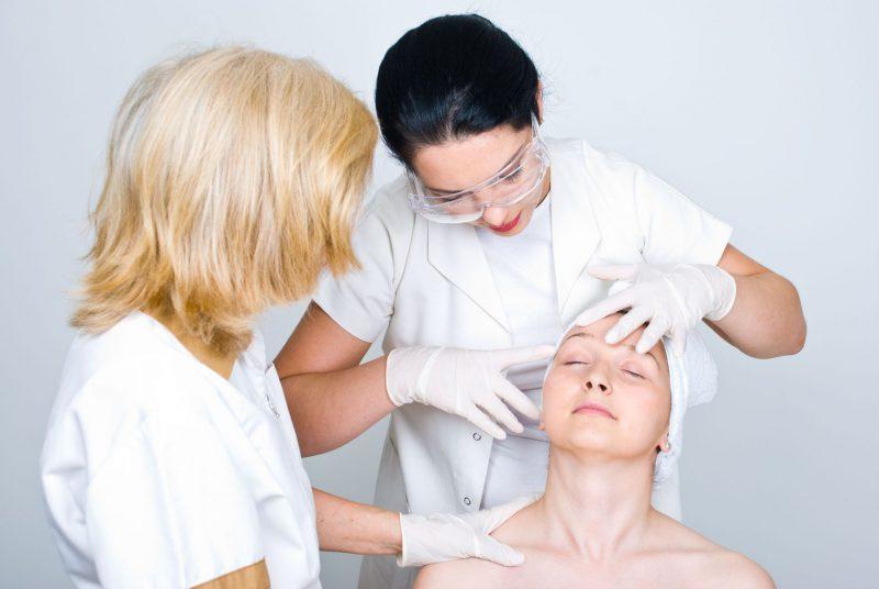 осмотр у врача дерматолога